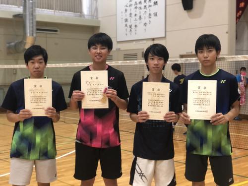 左から2部シングルス3位堀切、2部シングルス優勝安富、2部ダブルス第3位手塚・川股ペア.jpeg